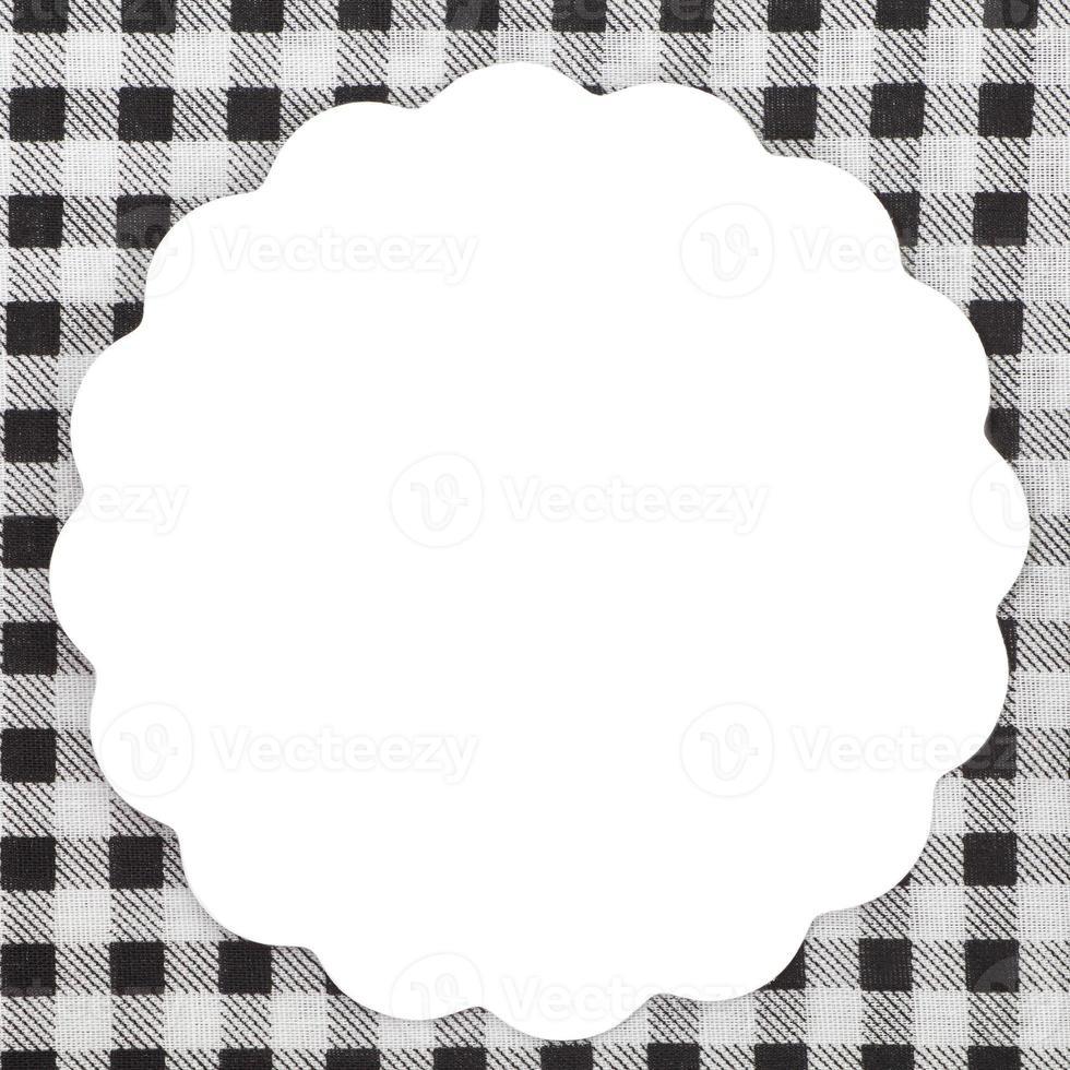 nota blanca vacía sobre mantel para receta foto