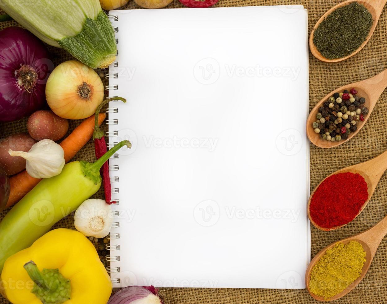 libro de cocina en blanco para recetas foto