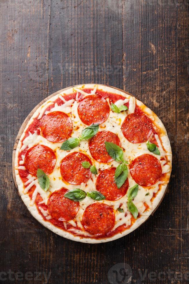 Pizza de peperoni foto
