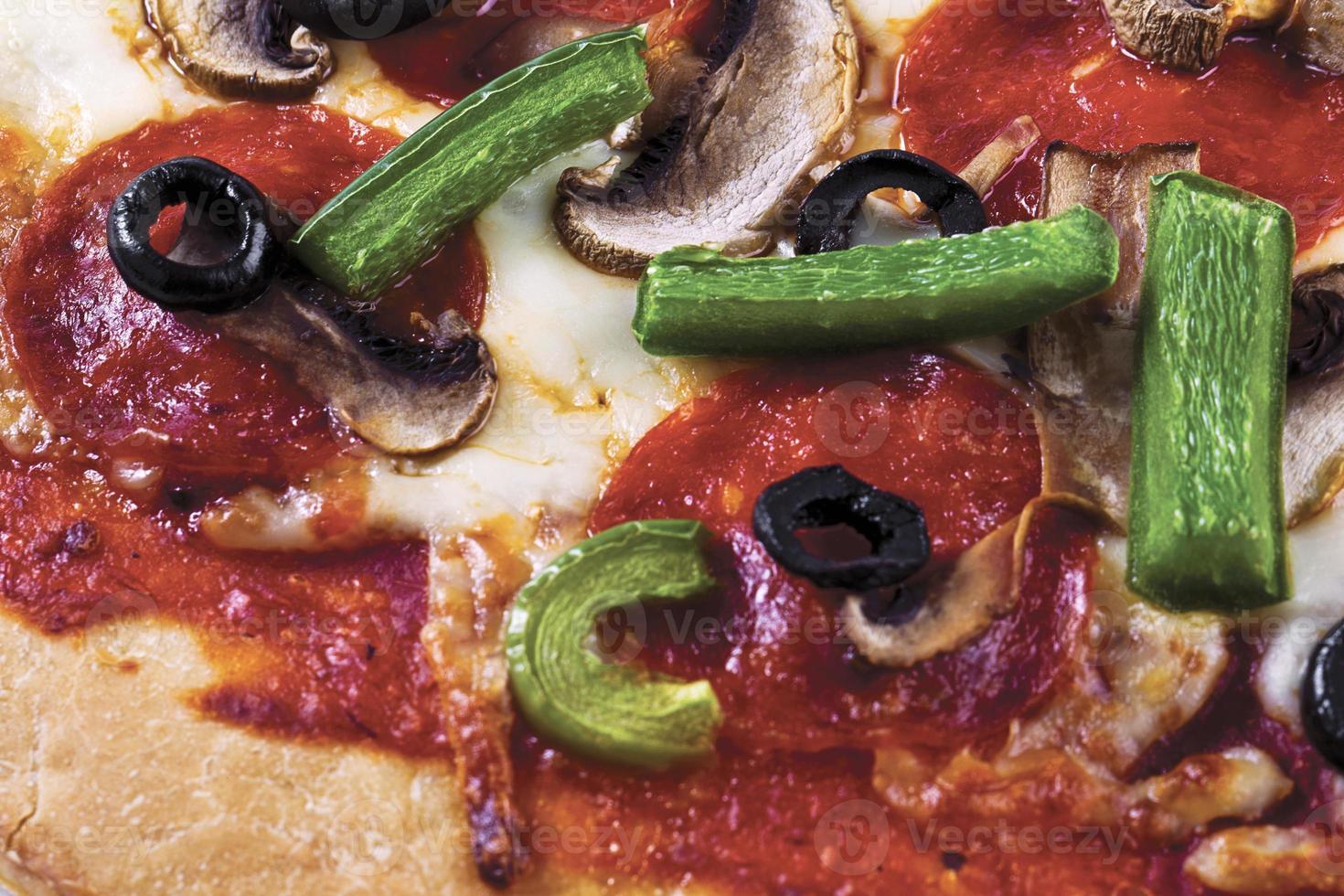 pizza de pepperoni y queso foto