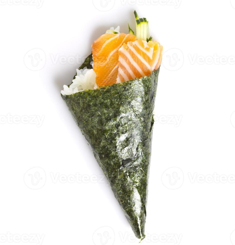 temaki de sushi de salmão isolado no fundo branco foto