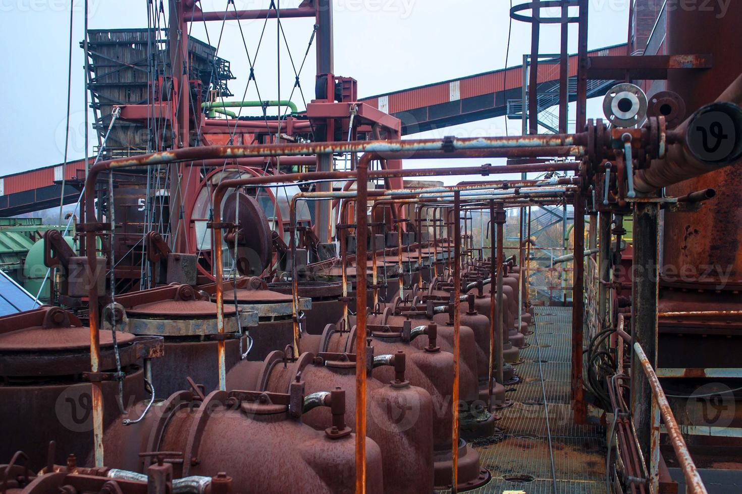 detail van cokesfabriek foto