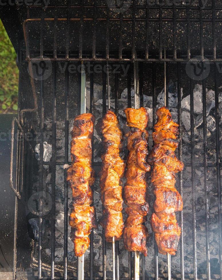 carne está coquerindo para carvão foto