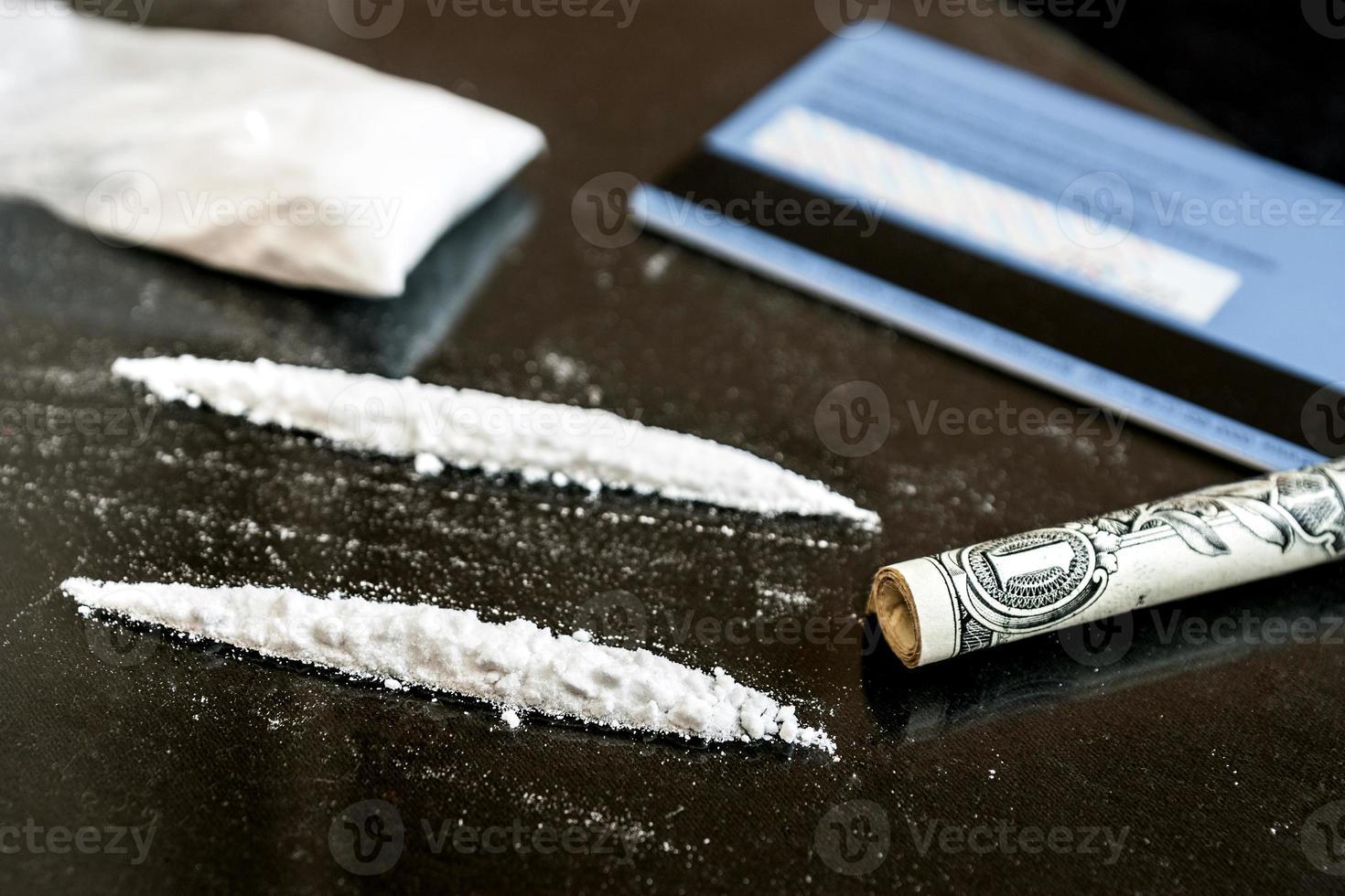 twee regels cocaïne foto