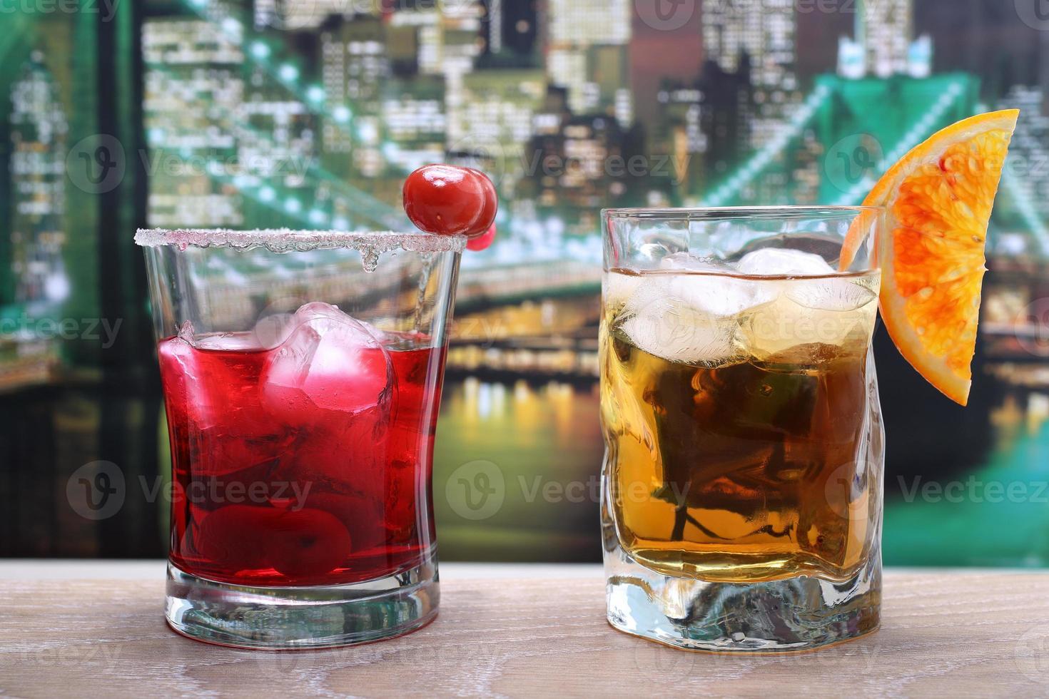 bebida alcohólica fondo colorido foto