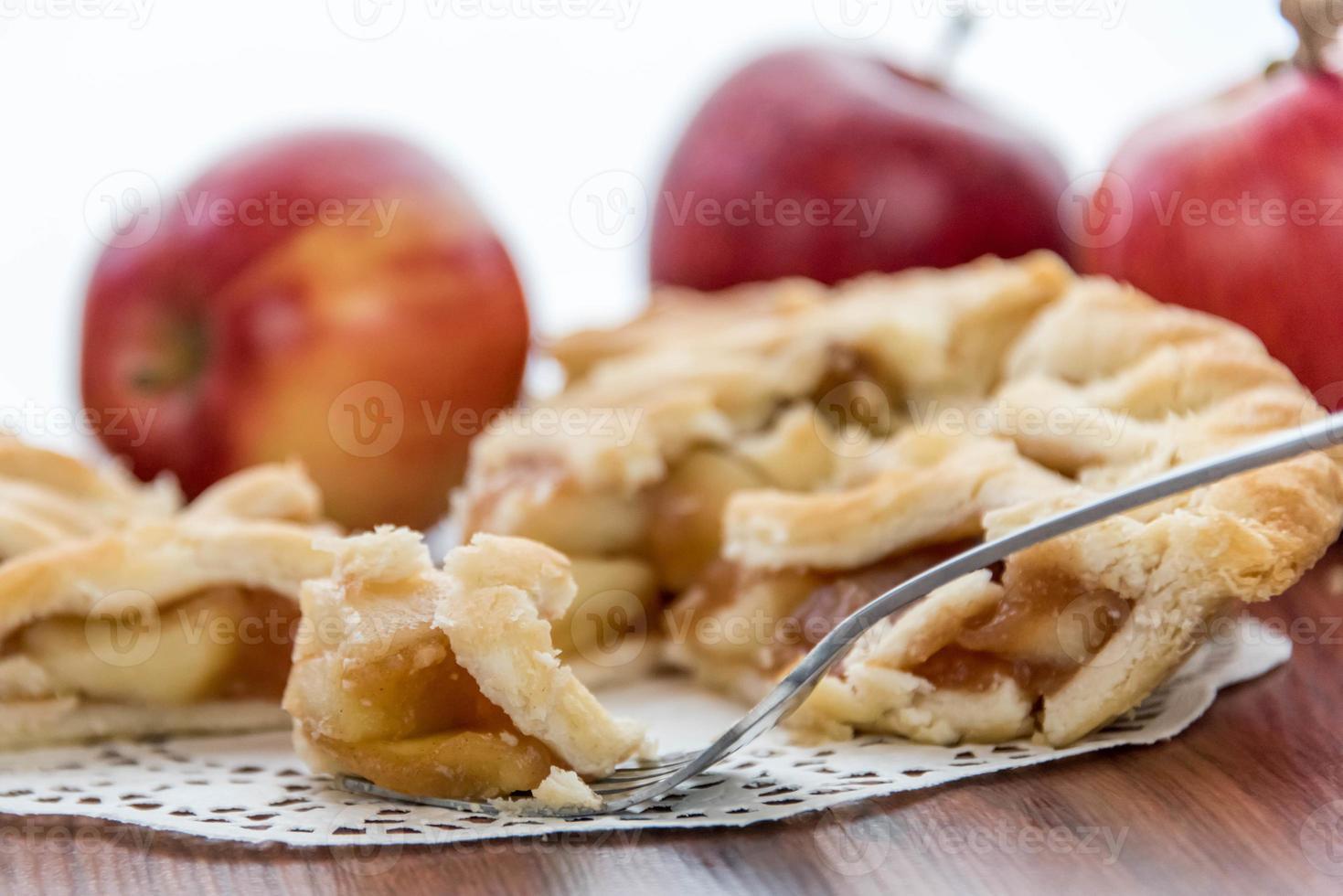 torta de maçã fatiada assada fresca foto