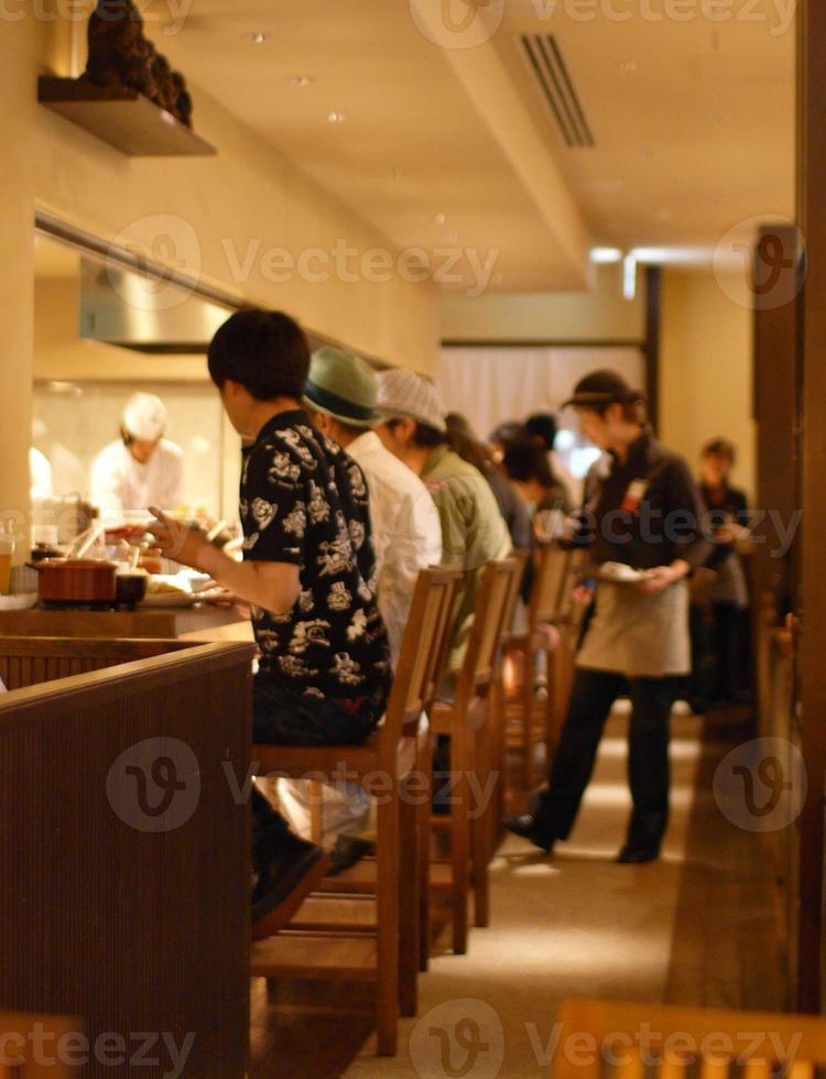 chef, clientes y mesera foto