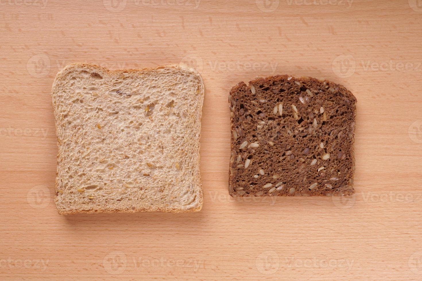 pan blanco y marrón foto