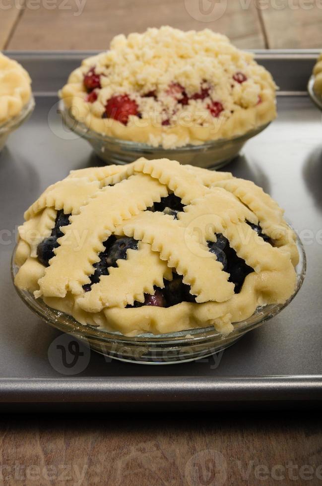 hornear pasteles caseros de fruta fresca foto
