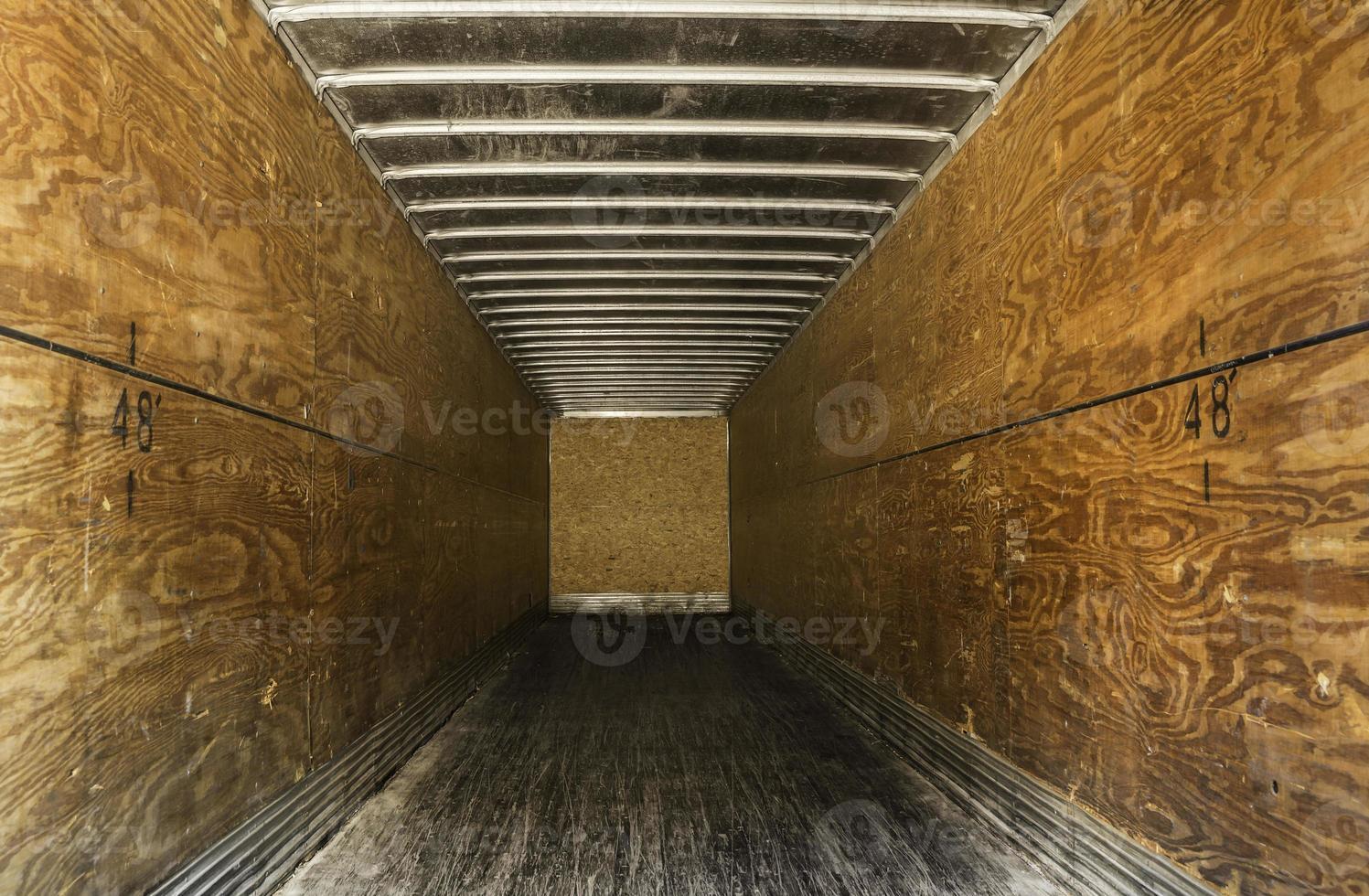 remolque de camión viejo vacío foto