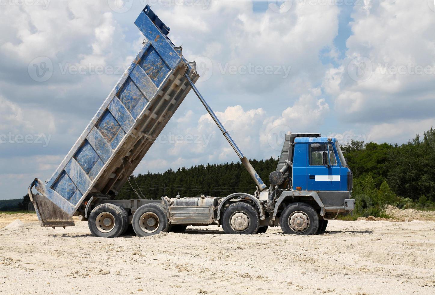 camiones de carga con volquete foto