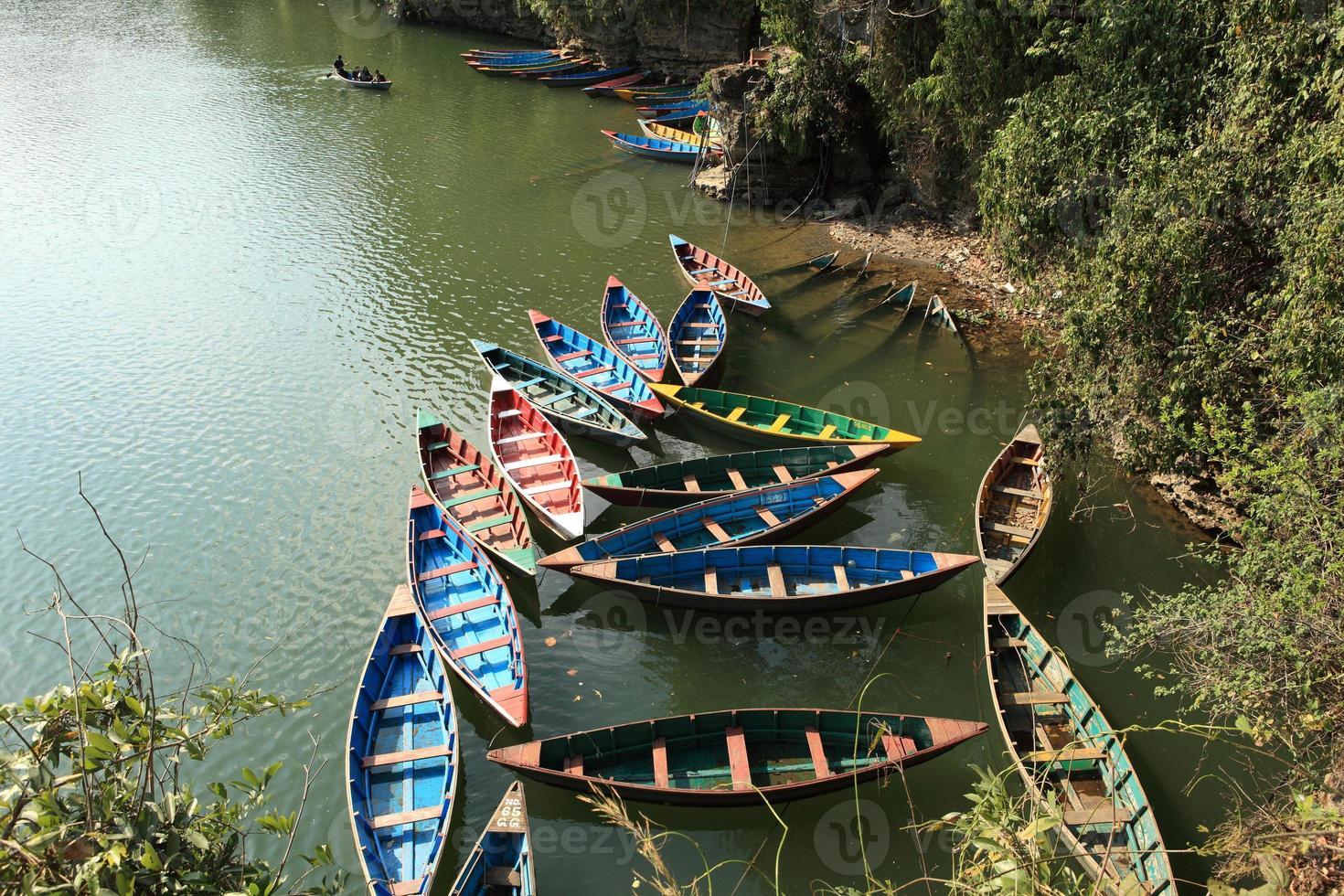 Ruderboote auf dem Pokhara See photo
