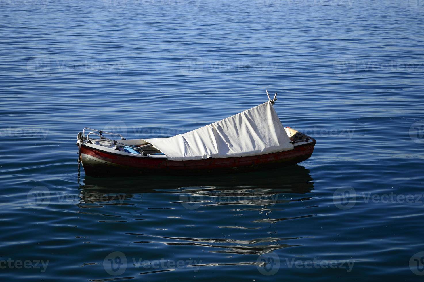 Barco recreativo en el puerto de Tesalónica foto