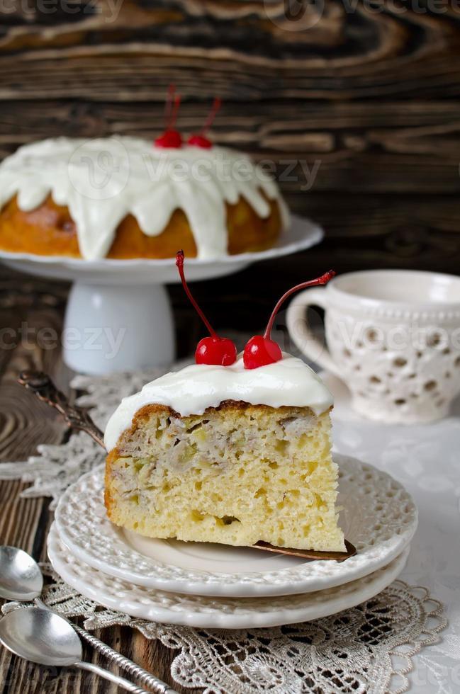 pastel con fruta y nata foto