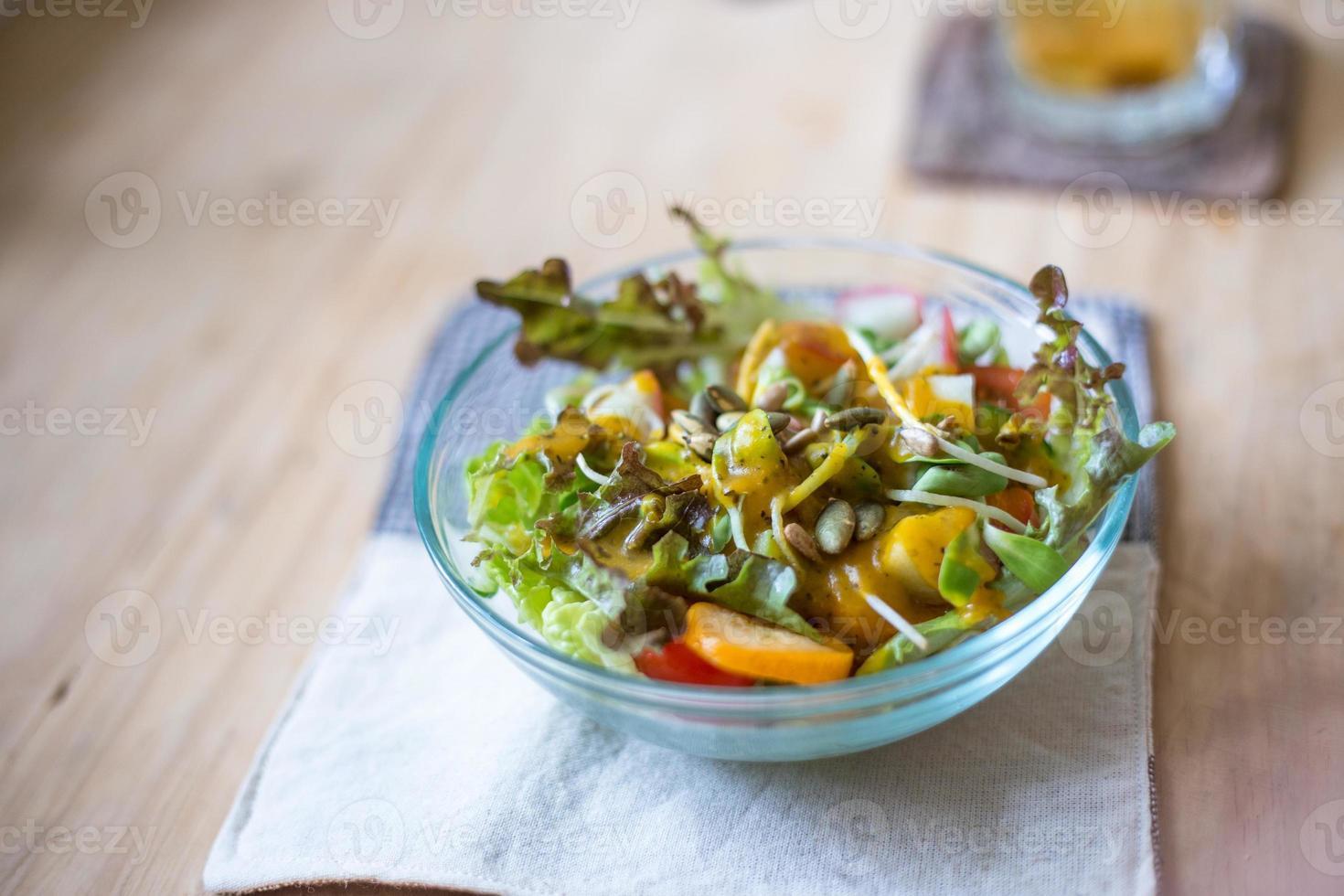 ensalada de fruta limpia y saludable foto