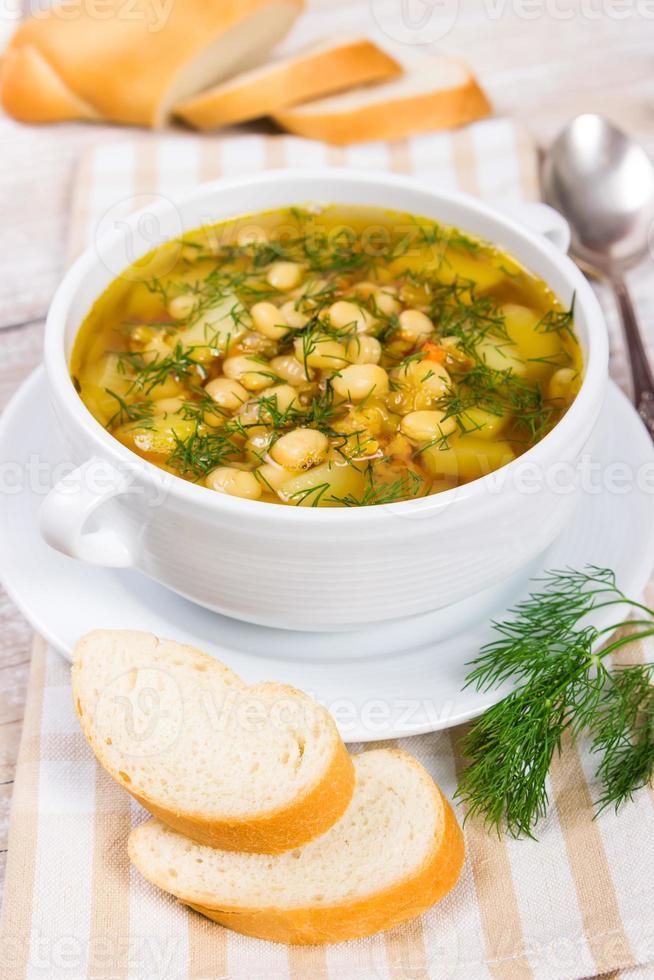 sopa con frijoles foto