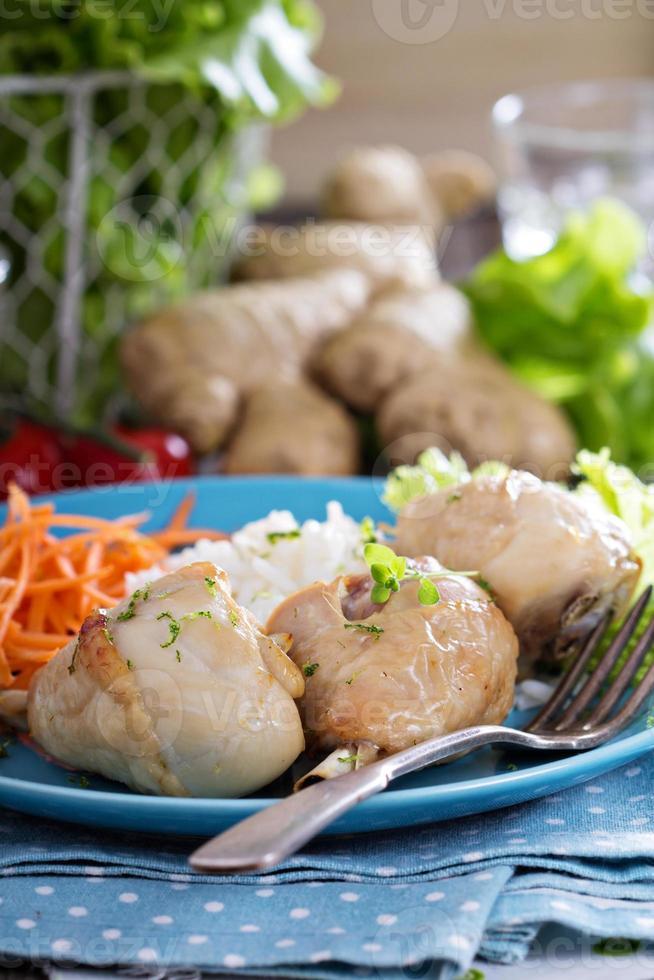 muslos de pollo asados con arroz foto