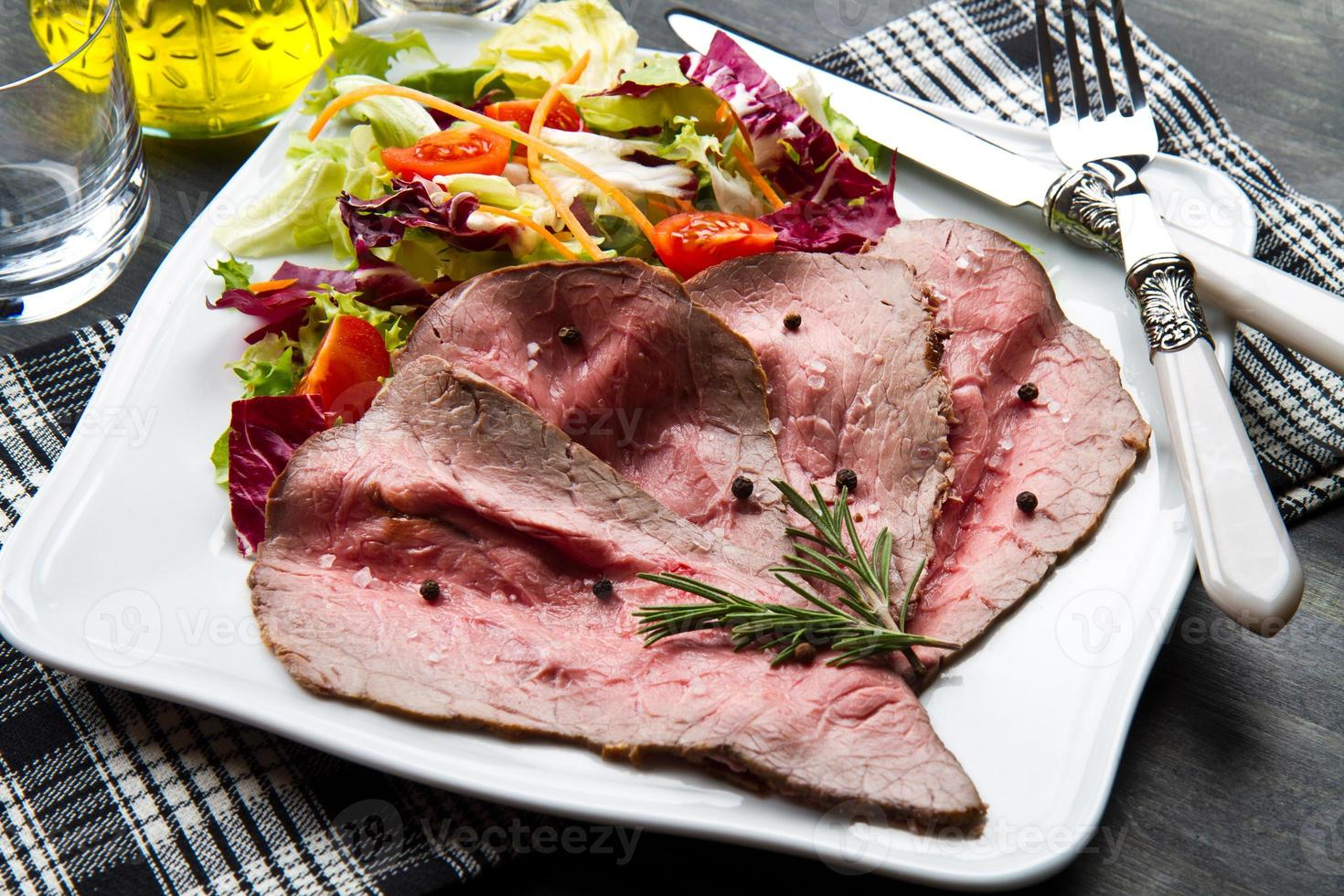 roastbeef with grilled vegetables photo