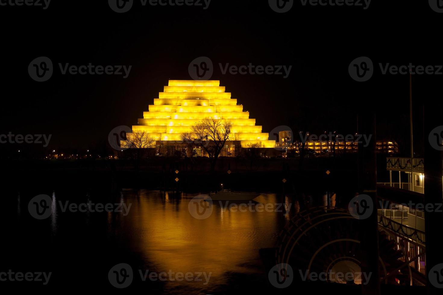 río sacramento en la noche foto
