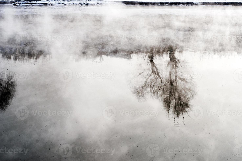 río basura foto