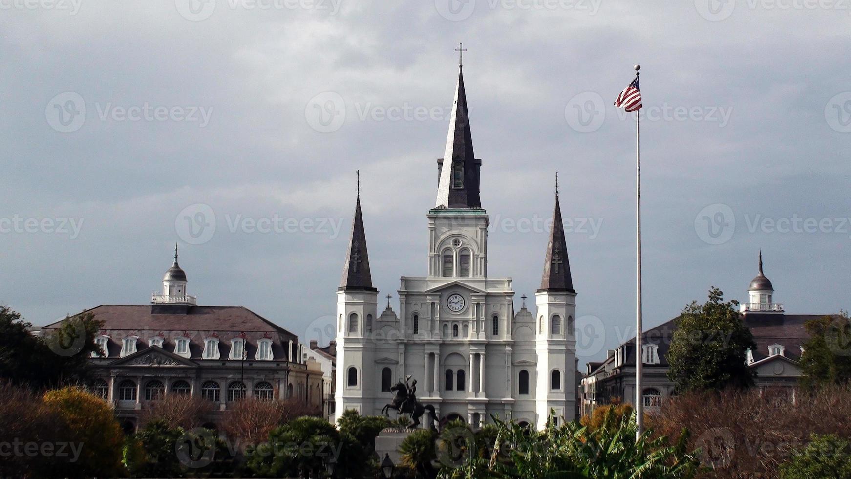 jacksons square st. catedral de louis, em nova orleans foto