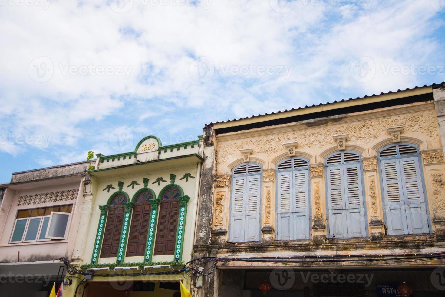 edificios antiguos en estilo portugués sino foto