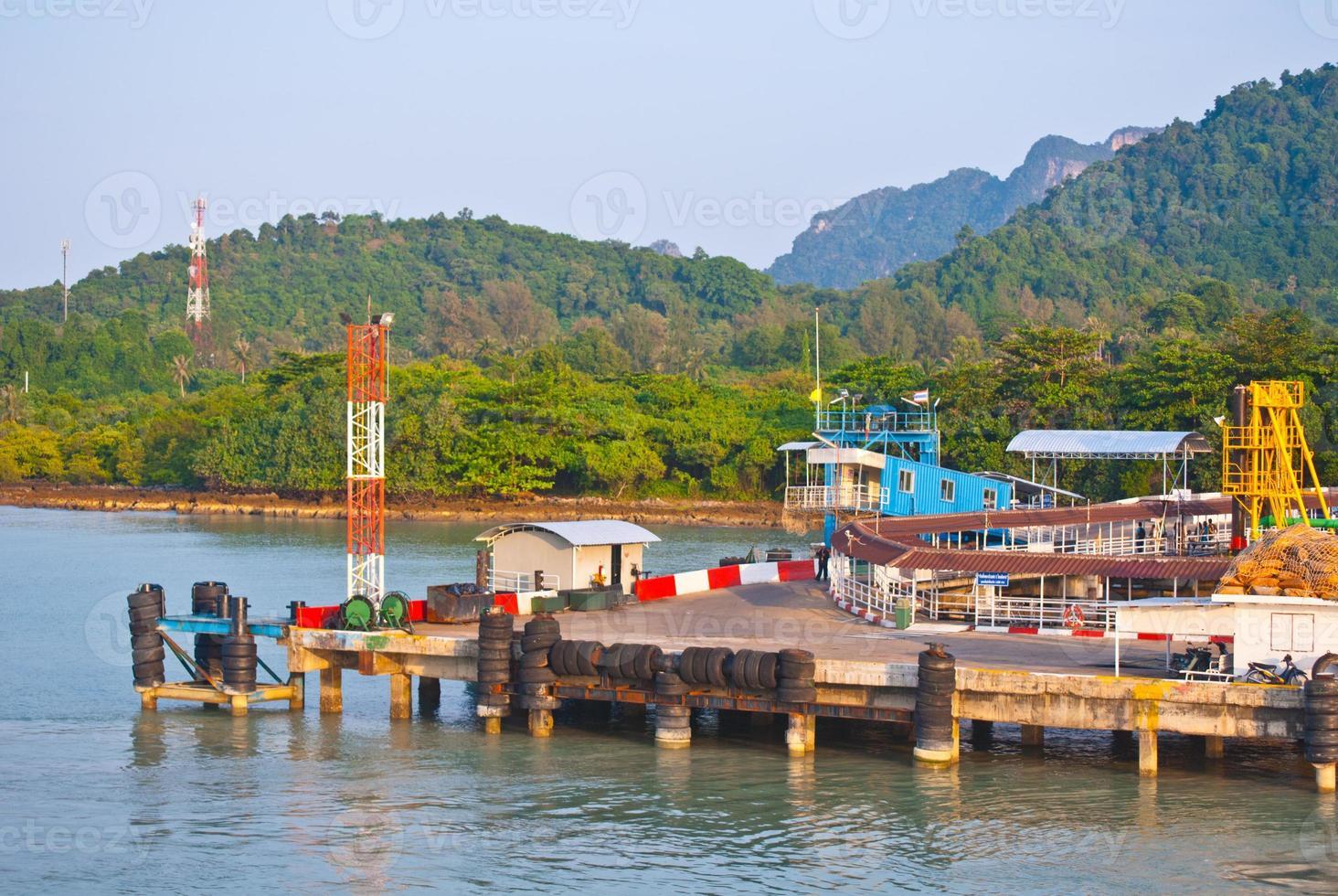 pier bij Surat Thani naar Koh Samui foto