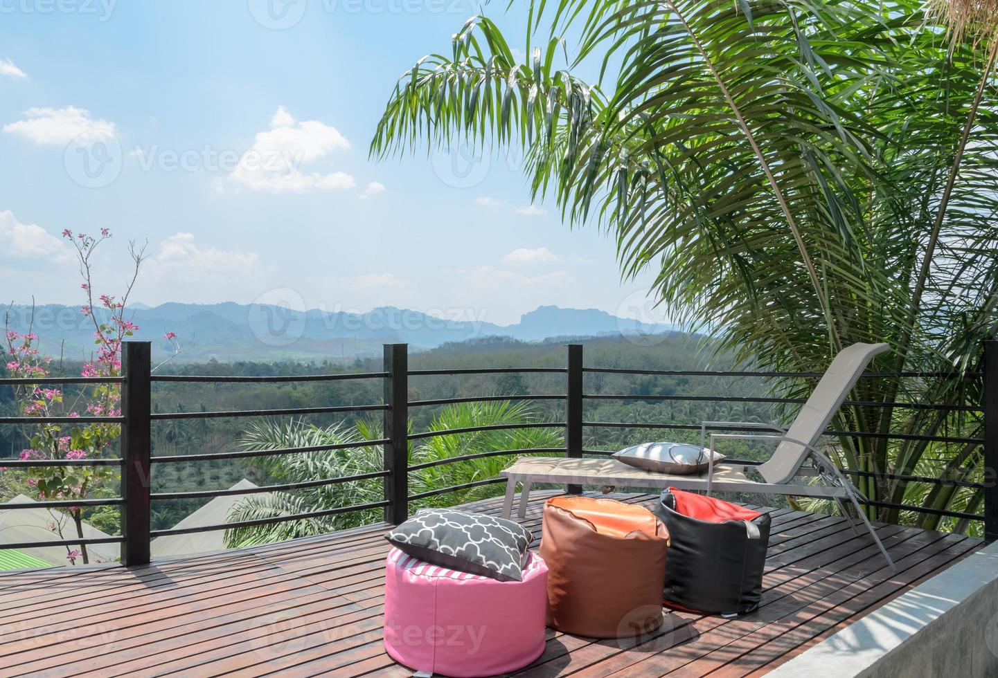 patio al aire libre con vista a la montaña en Tailandia foto
