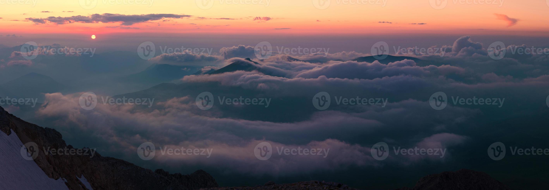 montaña puesta de sol verano foto
