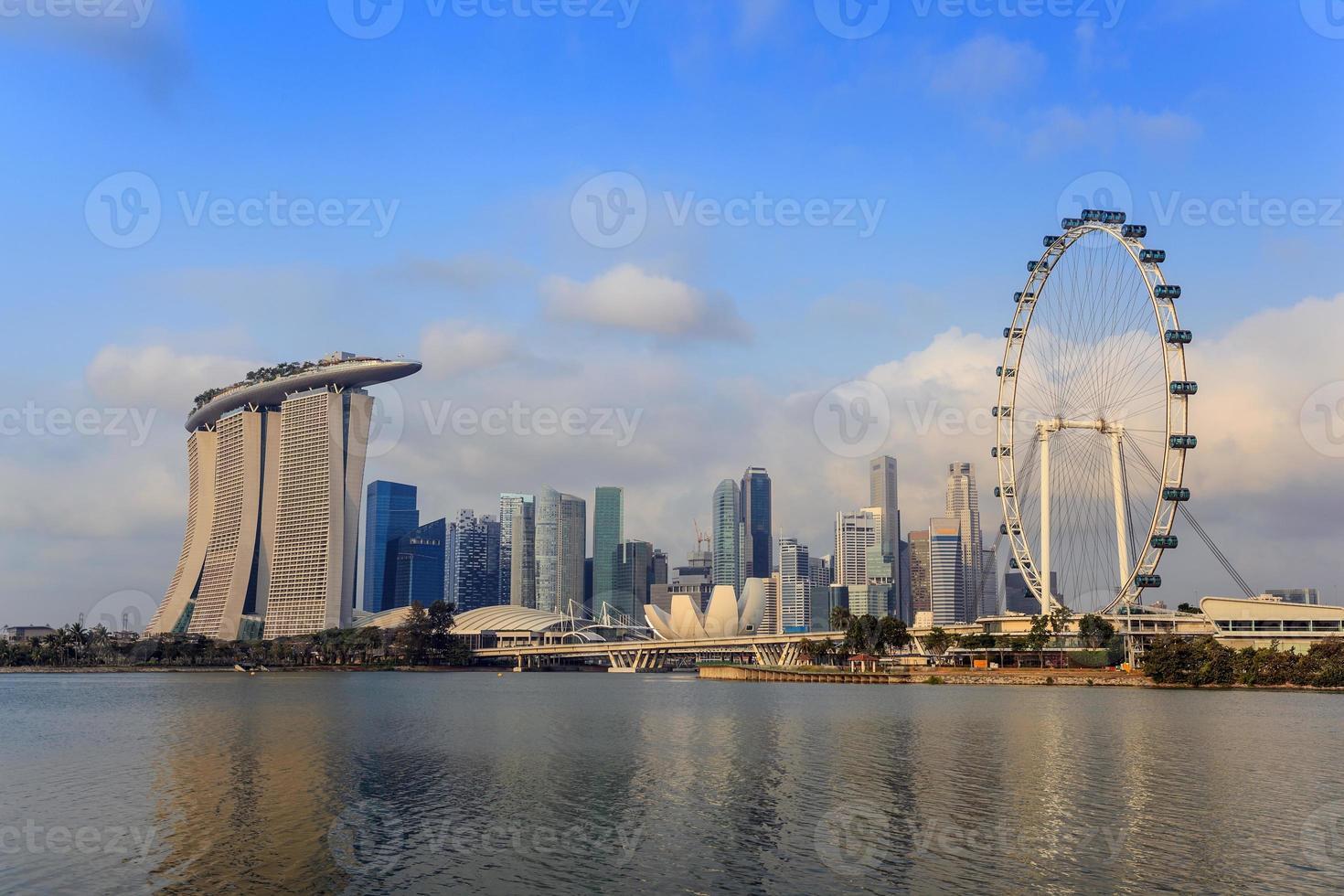 vista del horizonte de la ciudad de Singapur en marina bay foto