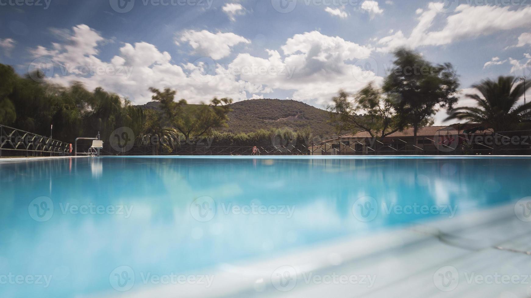 piscina en verano foto