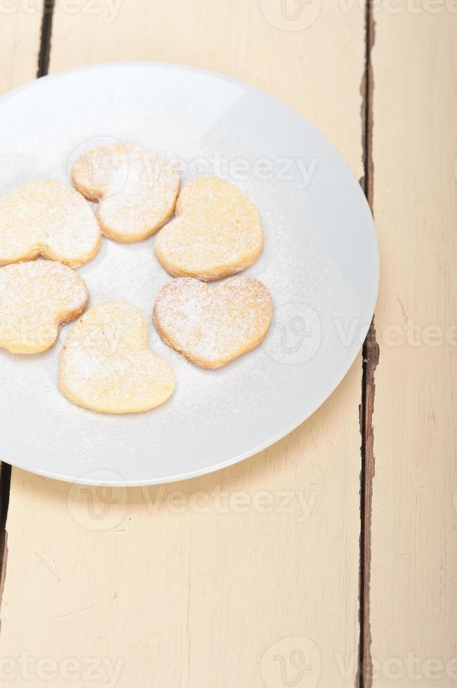 galletas de San Valentín de mantequilla dulce en forma de corazón foto