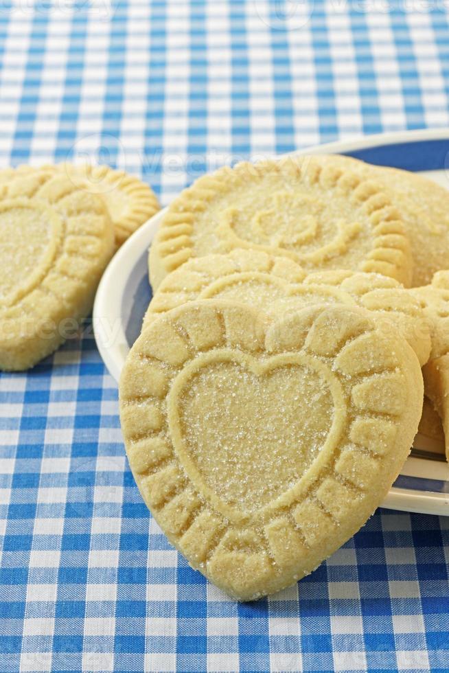 galletas de mantequilla en forma de corazón foto