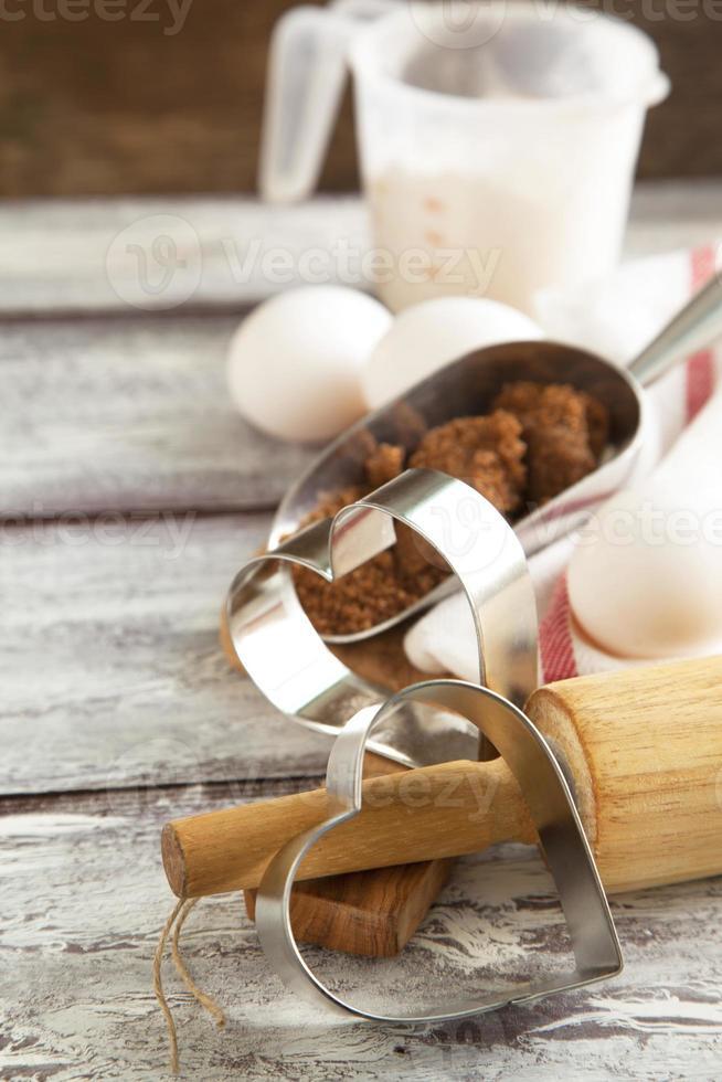 ingrédients pour la cuisson des biscuits de la Saint-Valentin. photo