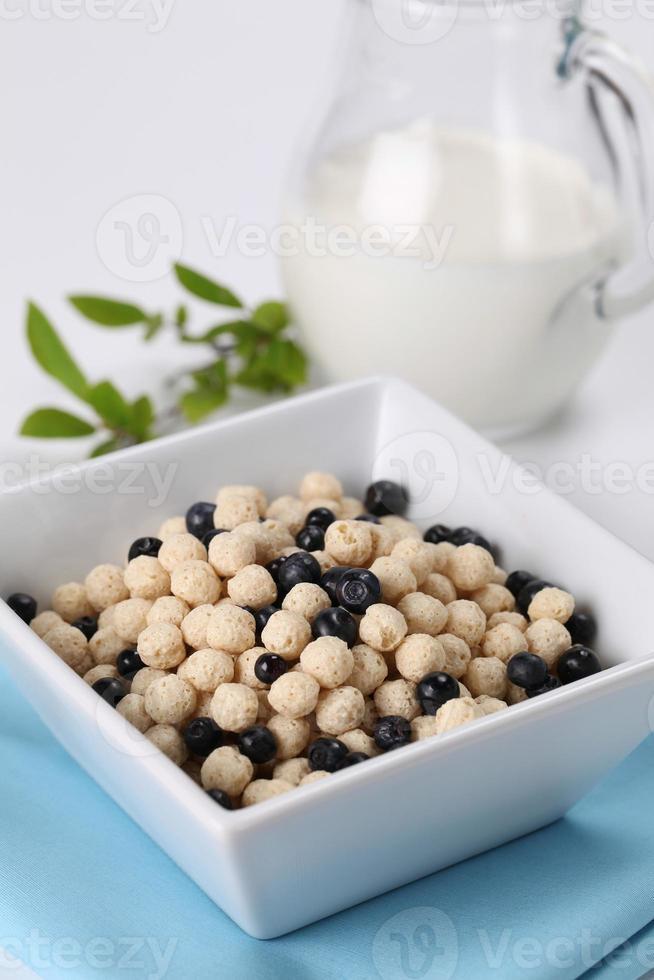 Vanilla cereals with blueberries photo
