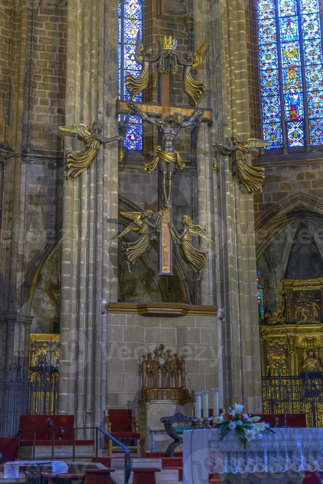Interior de la catedral de Barcelona, Cataluña, España foto