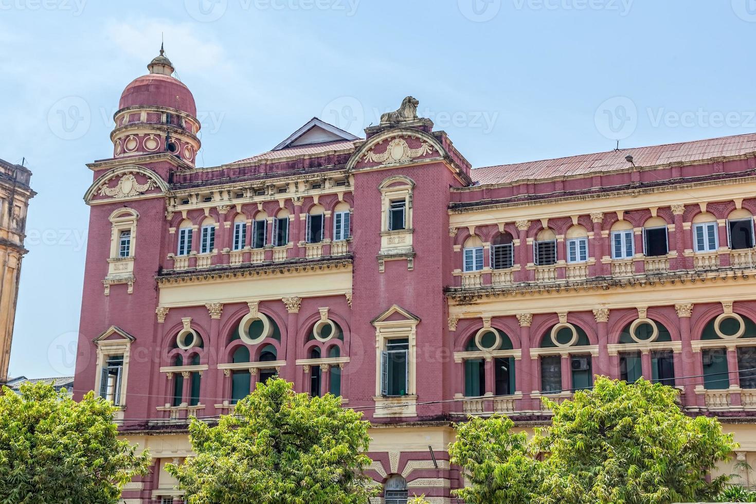edificio antiguo de yangon foto