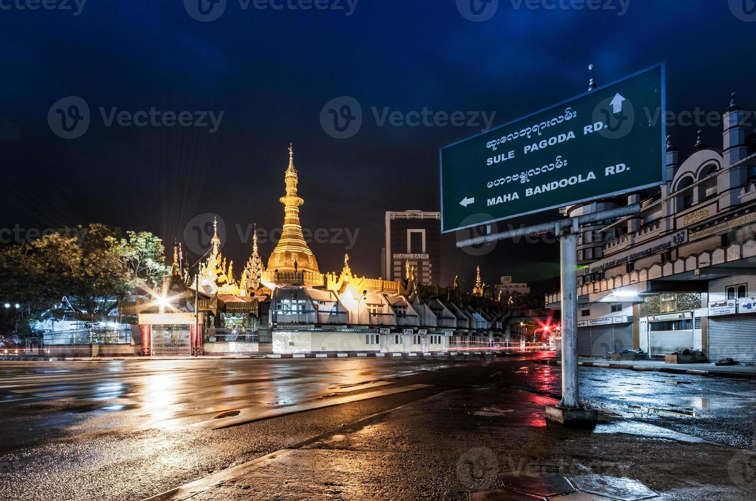 Sule pagoda at night photo