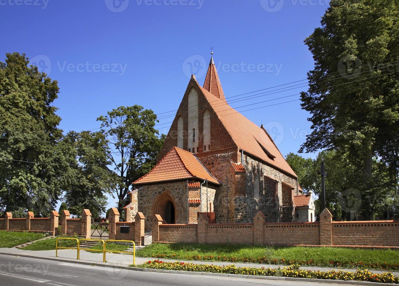 iglesia de st. Catalina de Alejandría en Grzywna. Polonia foto