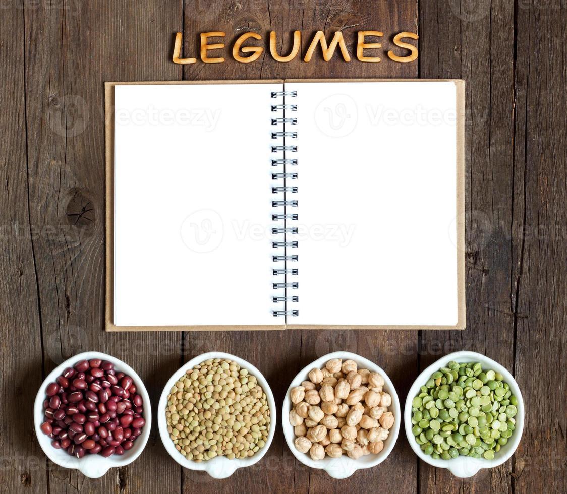 variedad o legumbres, la palabra de legumbres y cuaderno foto