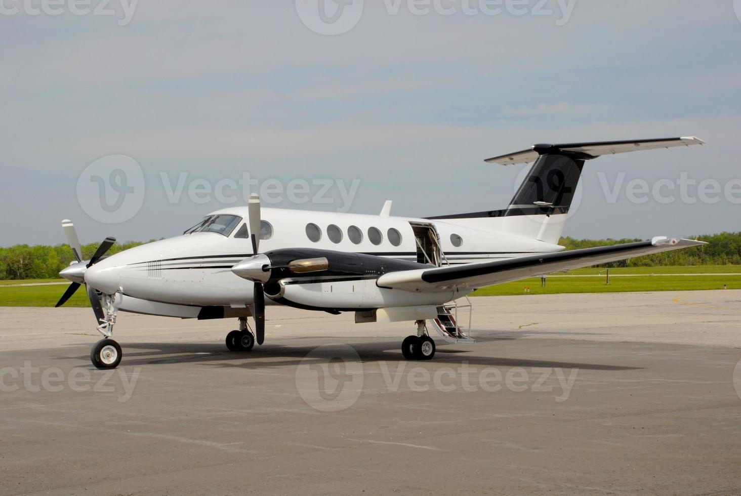 twin-turboprop Aircraft photo
