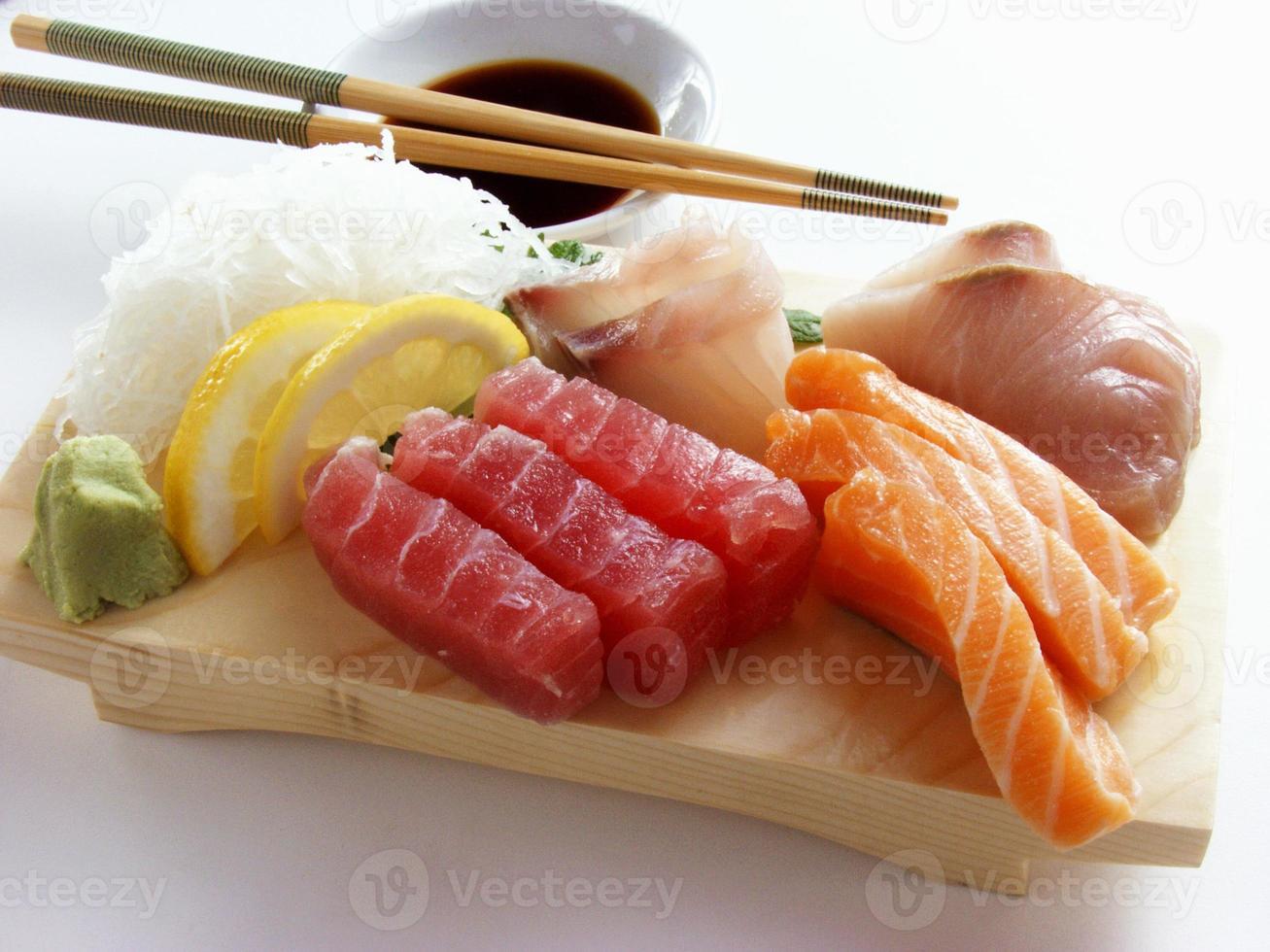 surtido de sushi aislado foto