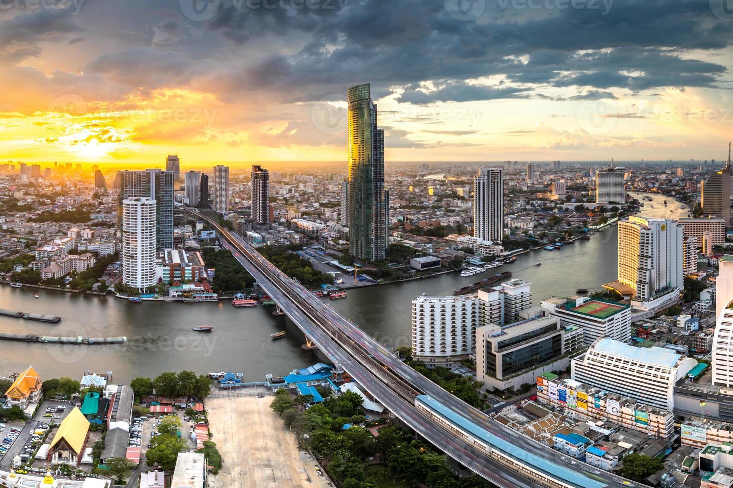 paisaje del río chaophraya, bangkok foto