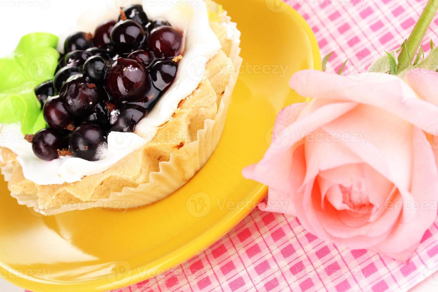 dulce pastel con taza de té close-up foto