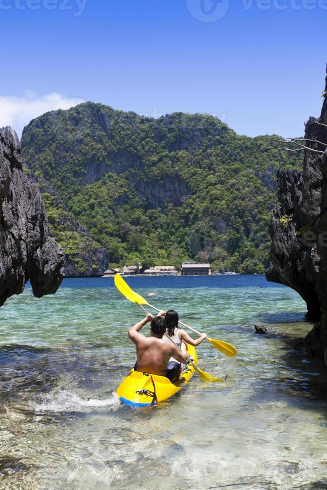 pareja en kayak foto
