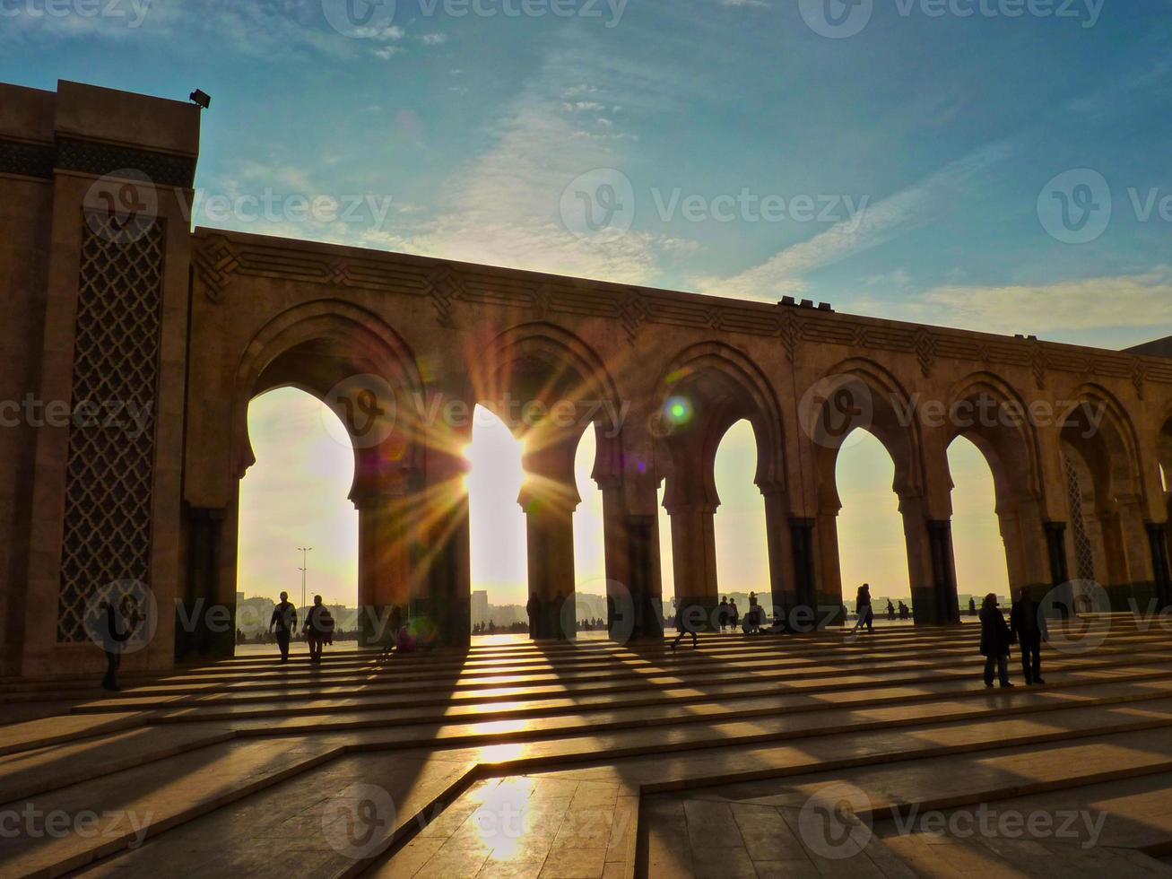 puesta de sol en la mezquita hassan ii casablanca marruecos foto