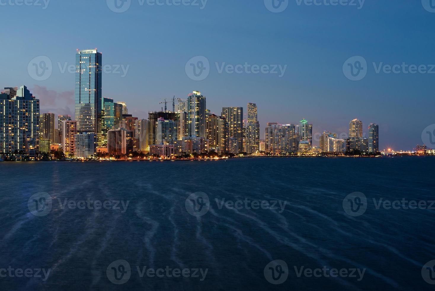 miami skyline crepúsculo foto