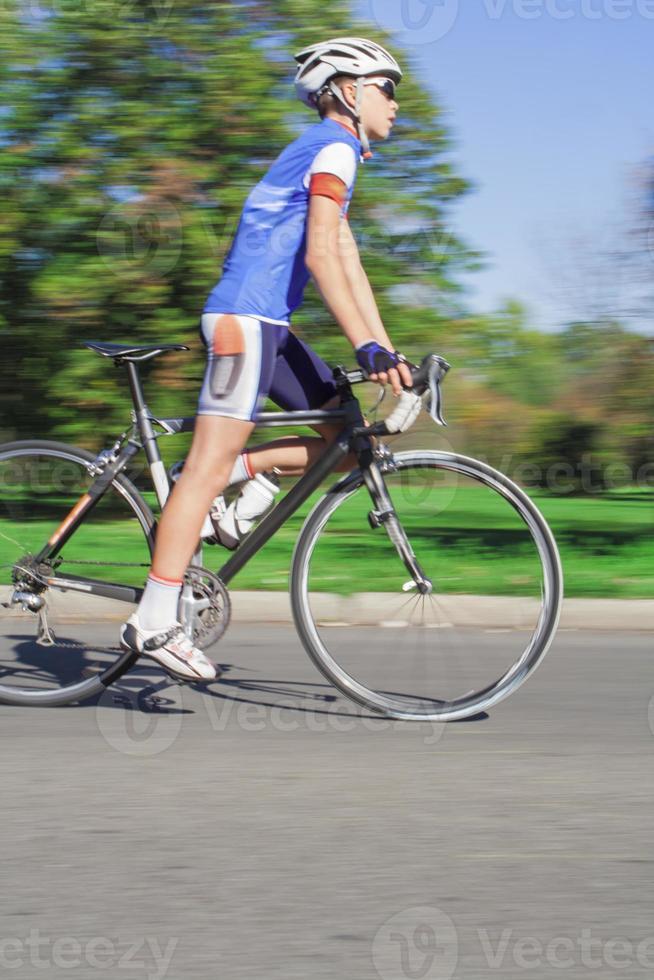 ciclista de carreras - movimiento borroso foto