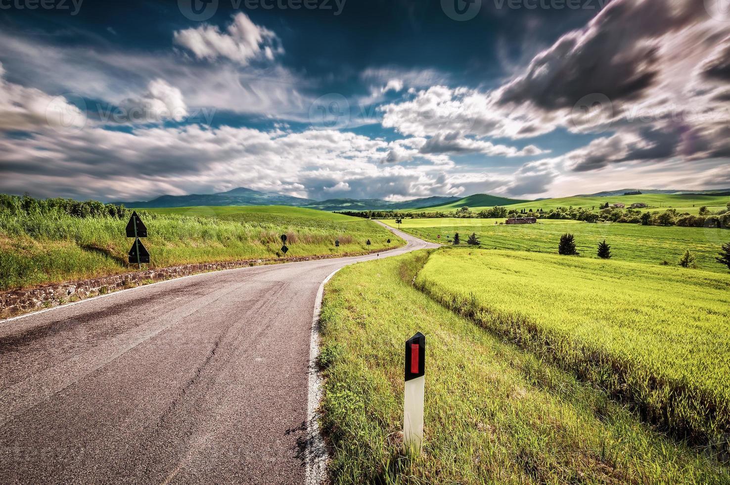 camino en el campo foto