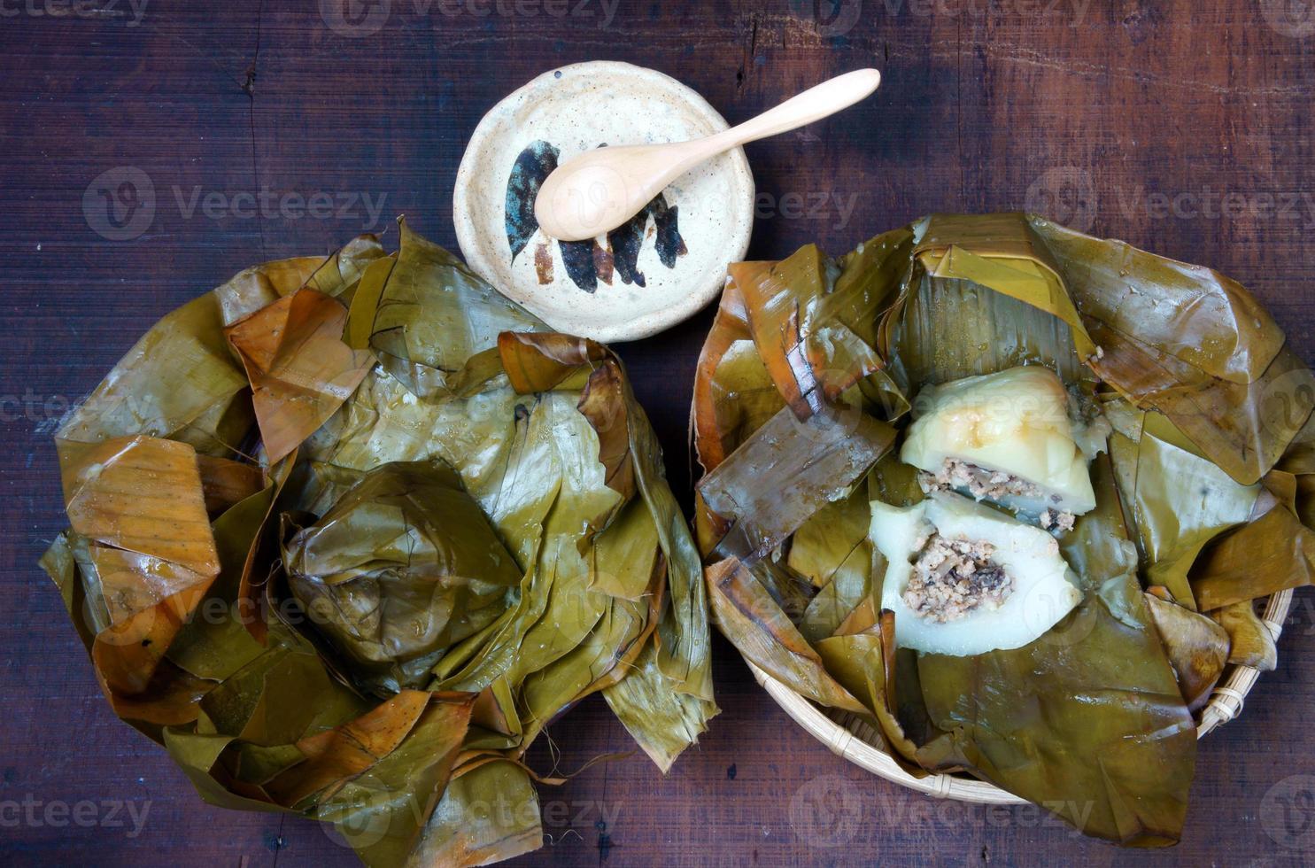 comida vietnamita, bola de masa de arroz piramidal foto